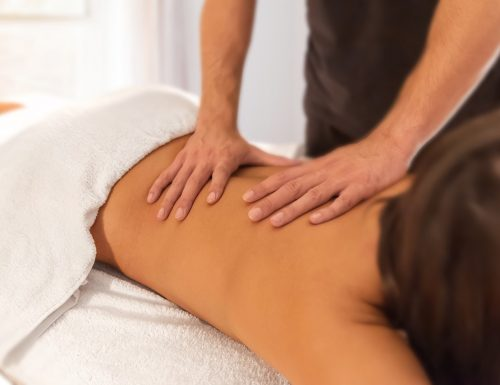 Massaggio ed esercizio abusivo della professione