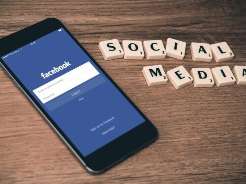 Profilo falso sui social: quando si configura come reato?