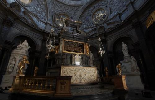 Restaurato l'altare della Cappella della Sindone