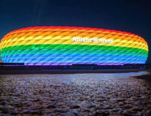 Lo stadio di Monaco si colora di arcobaleno: è la risposta all'Ungheria contro la legge Lgbt