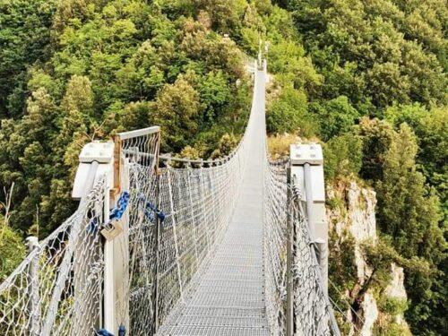 Castello e ponte tibetano a Laviano (Salerno), una visita indimenticabile