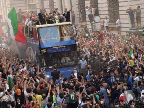 Era proprio necessaria la sfilata della Coppa europea per Roma?