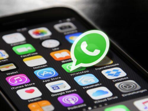 E' possibile dare una sbirciata a #WhatsApp mentre si è fermi al semaforo?