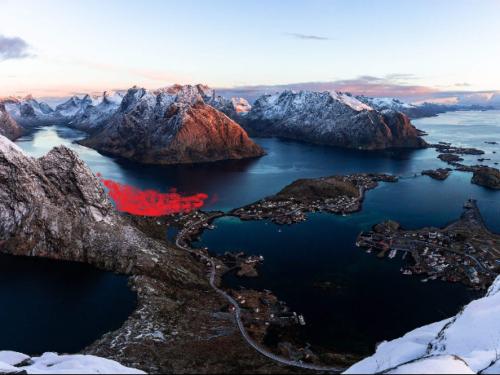 Profondo rosso per i delfini delle Faroe