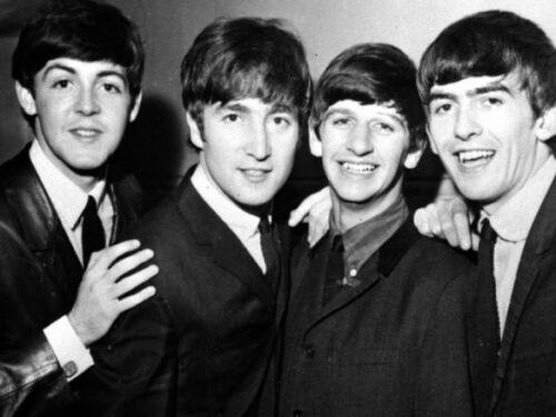 'Fu Lennon a volere sciogliere i Beatles, non io': dopo 50 anni, la confessione di  Paul McCartney